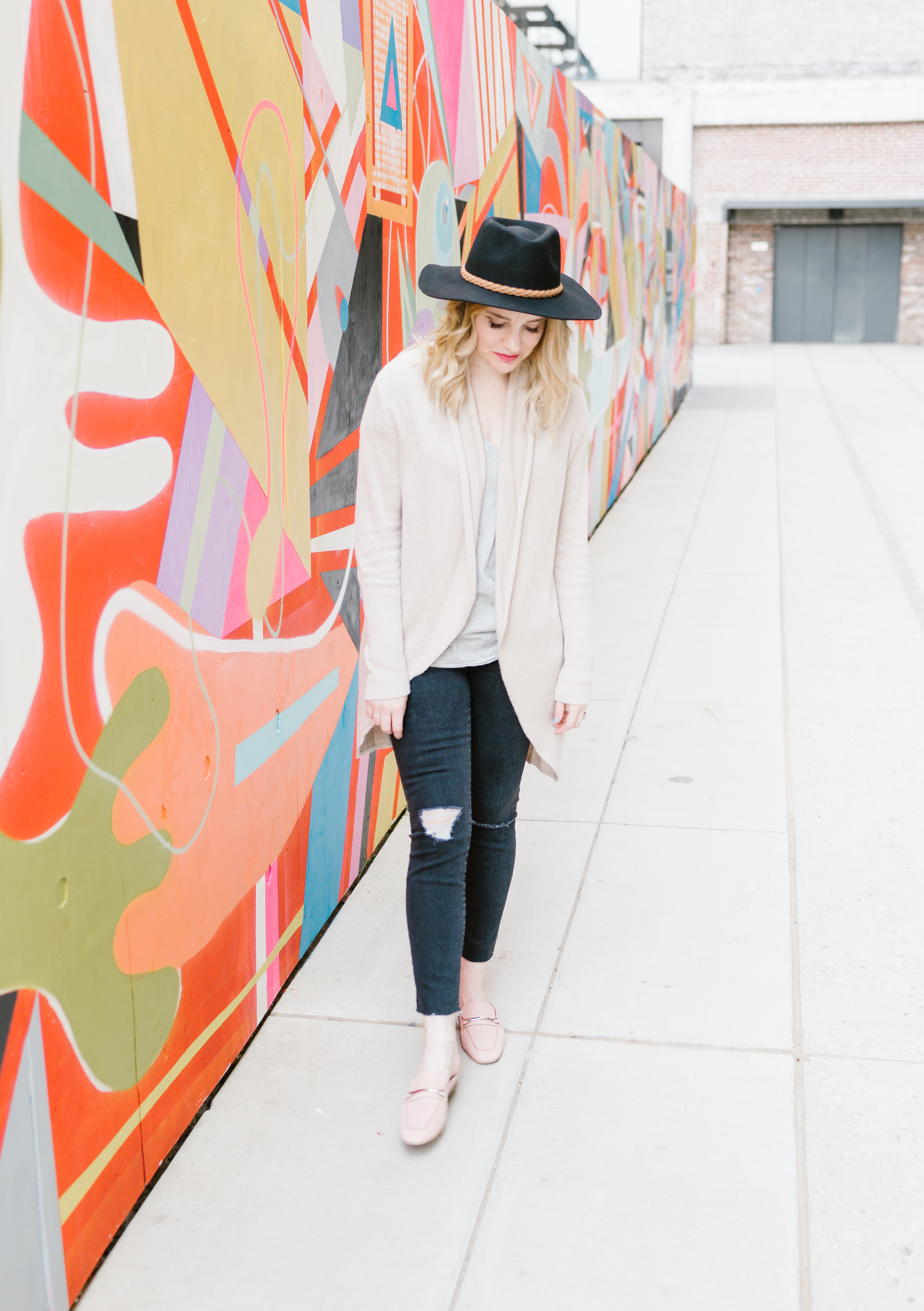 Memphis Fashion Blogger, Pretty In Pink Megan is sharing a style post! Styling Mules: 2 Different Outfits you can easily add to your wardrobe.