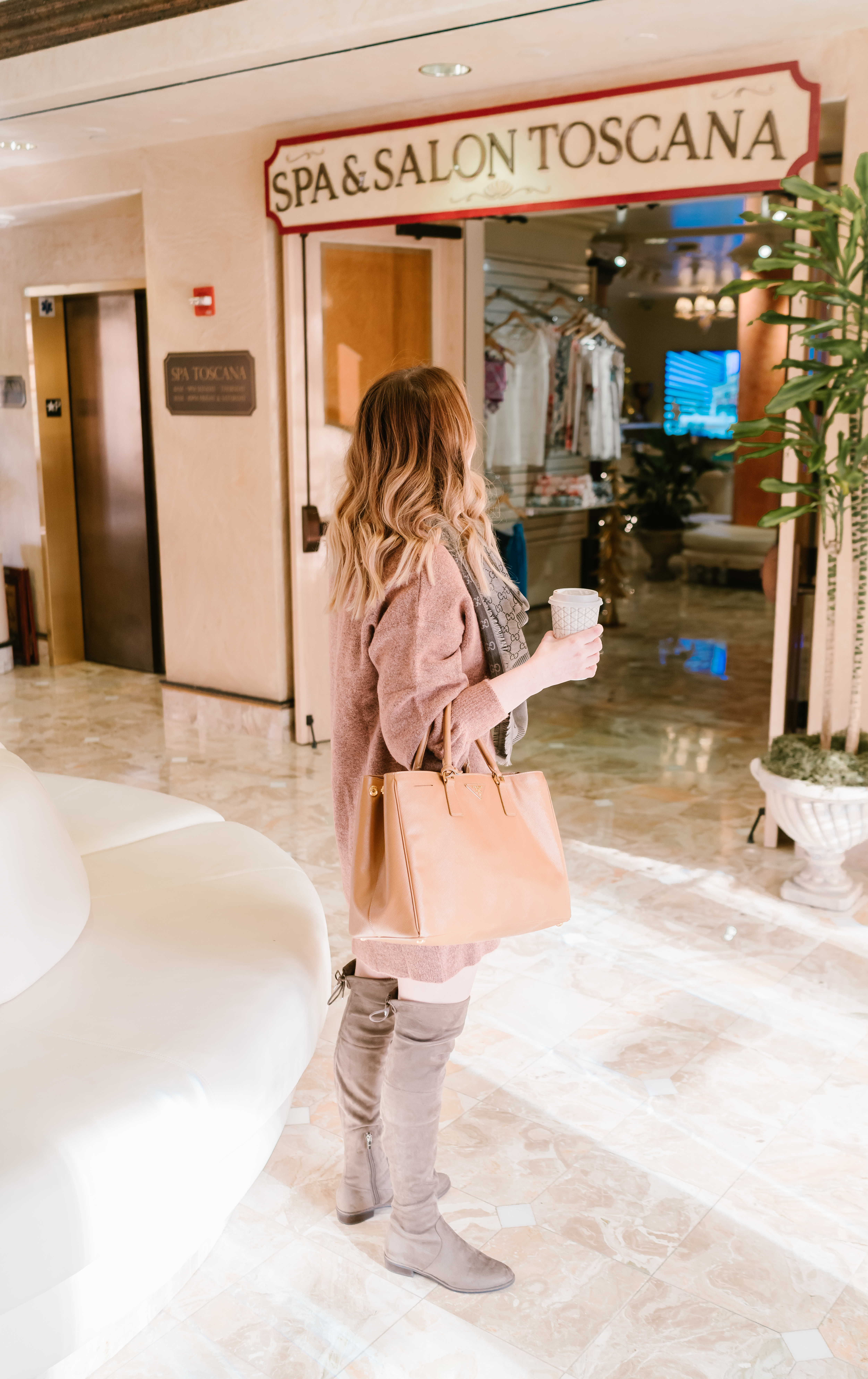 Memphis Fashion Blogger, PIPMegan gives you a look at the Peppermill Resort, Spa & Casino in the beautiful Reno, Nevada. Check it out!